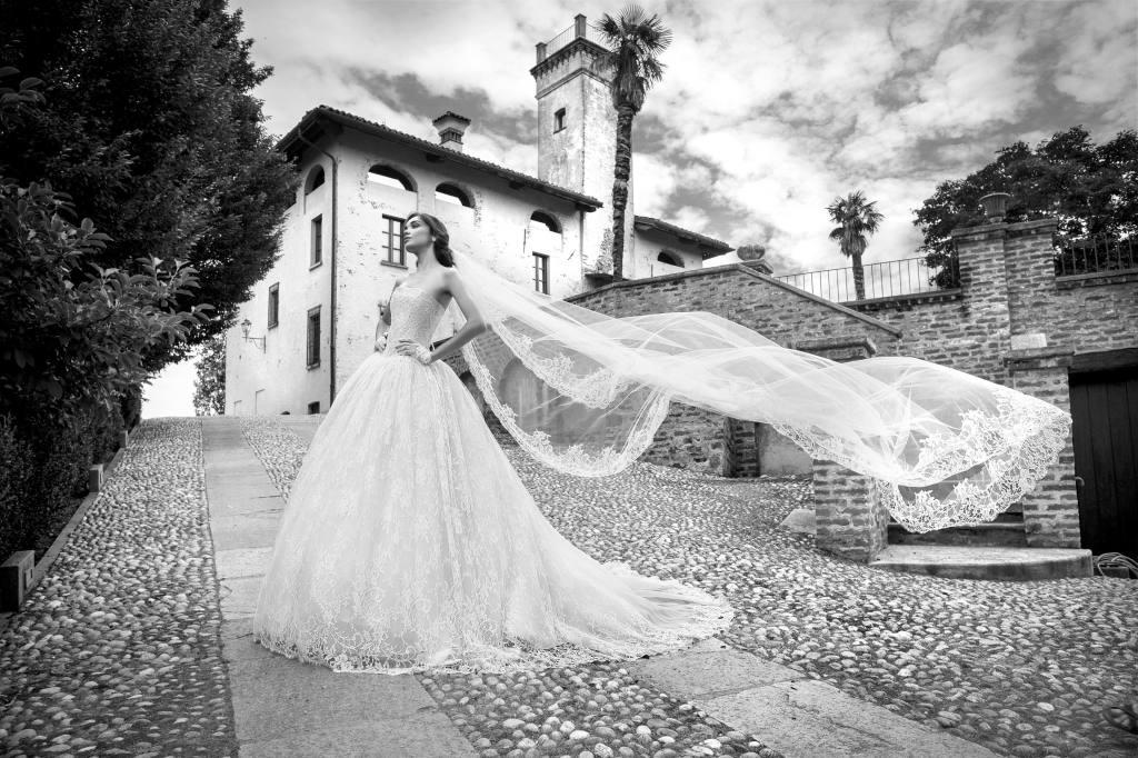 alessandra-rinaudo-ARAB15621SL-SIBYL-B-AR_CollezioneSposa2015-moda-sposa-2015-50[1]