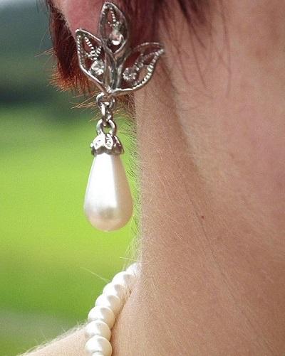 earring-393545_1280