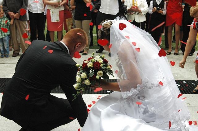 wedding-867718_640