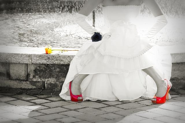 bride-1039536_640